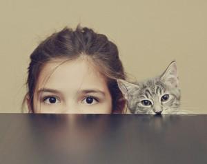 Девочка и котёнок